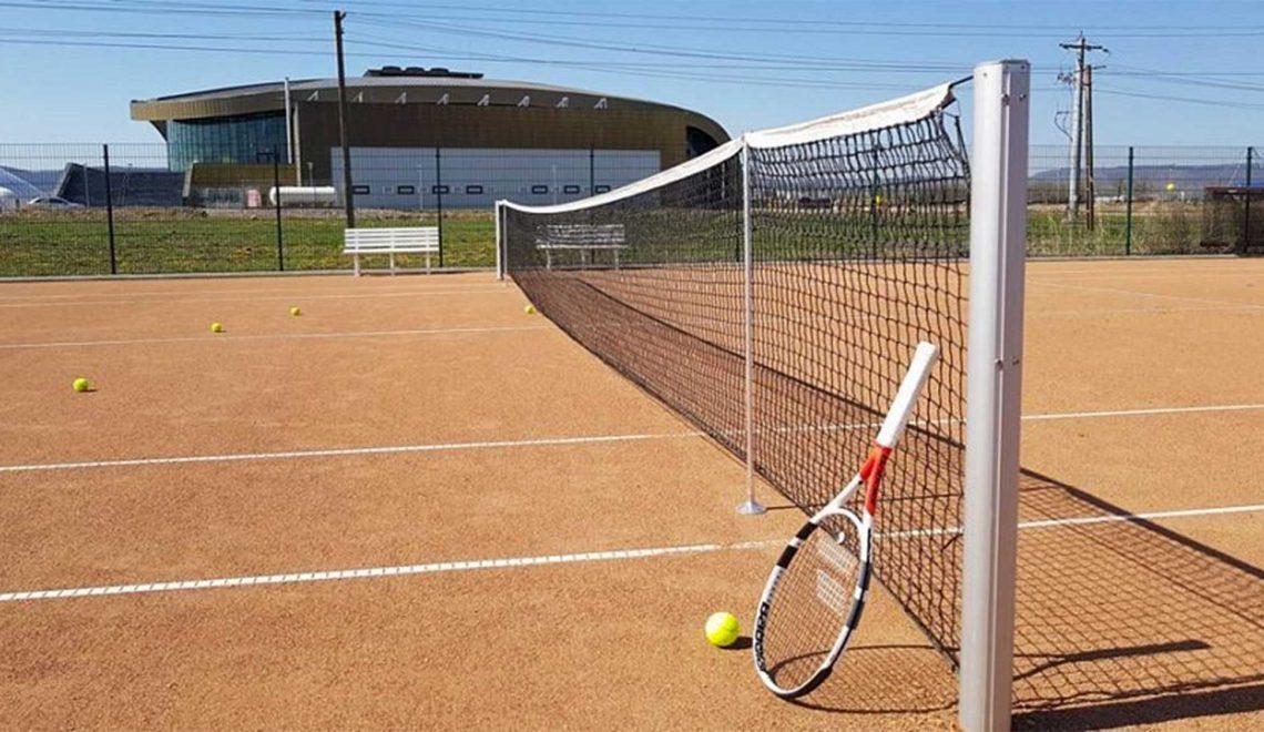 Tető alá kerül két teniszpálya